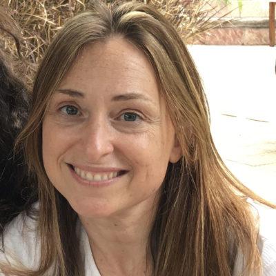headshot: Paola Hernández